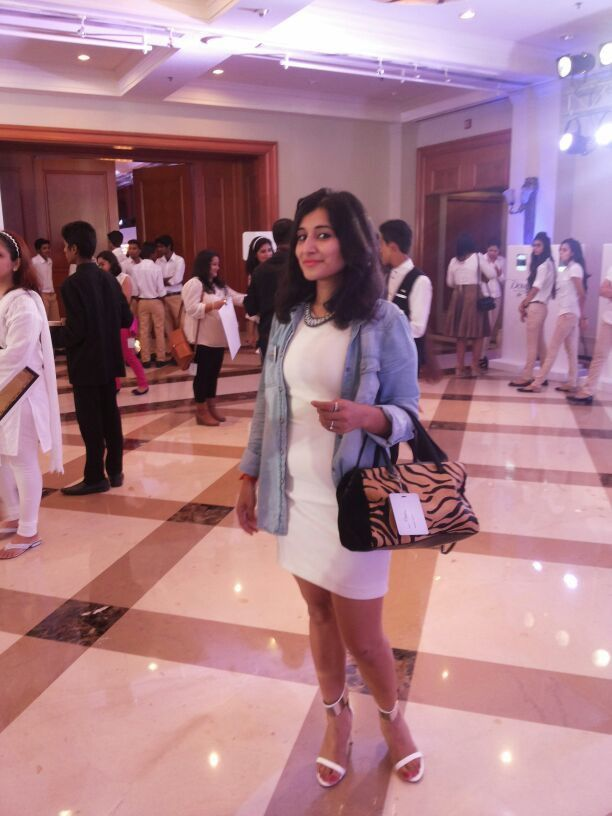 This is how I styled white! Dress: Zara Denim Shirt: Mango Handbag: Zara Shoes: Zara